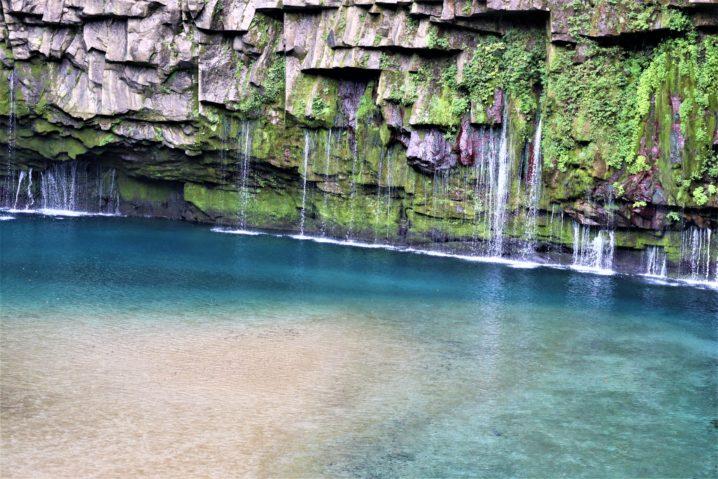 雄川の滝 コバルトブルーの癒しスポット