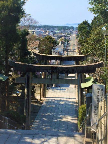 宮地嶽神社表参道 海岸まで一直線に続く道