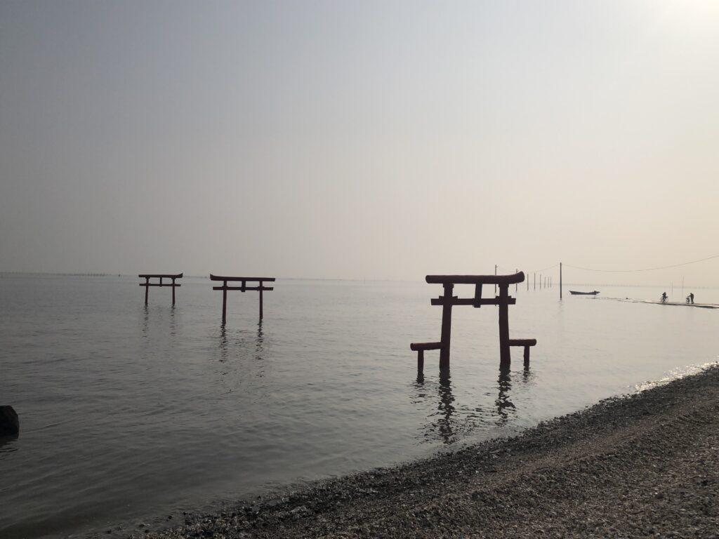 大魚神社海中鳥居が見える風景